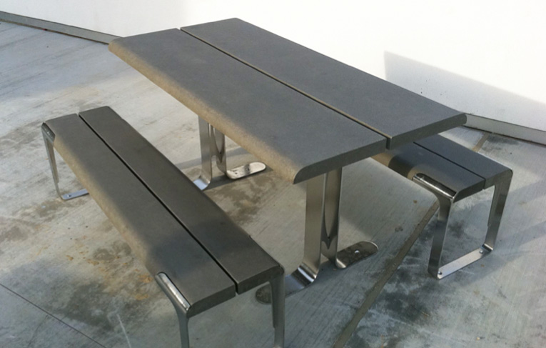 This is the syn picnic table from Animavi.